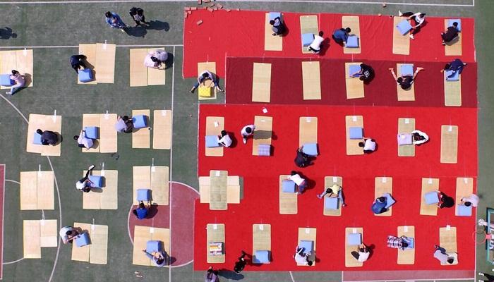 学院组织宿舍内务整理——叠被子大赛